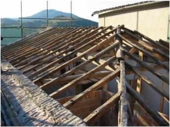 Demolizione e rifacimento tetto in legno